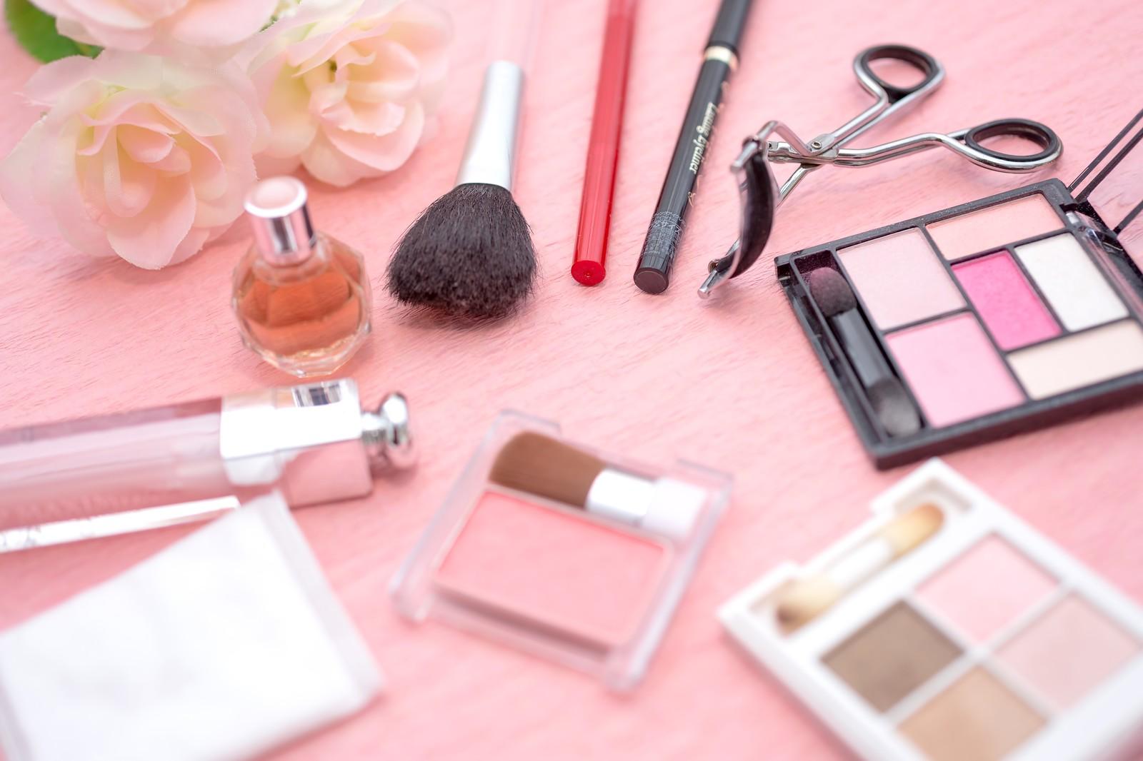 「化粧品メーカー」、インスタライブを同時配信