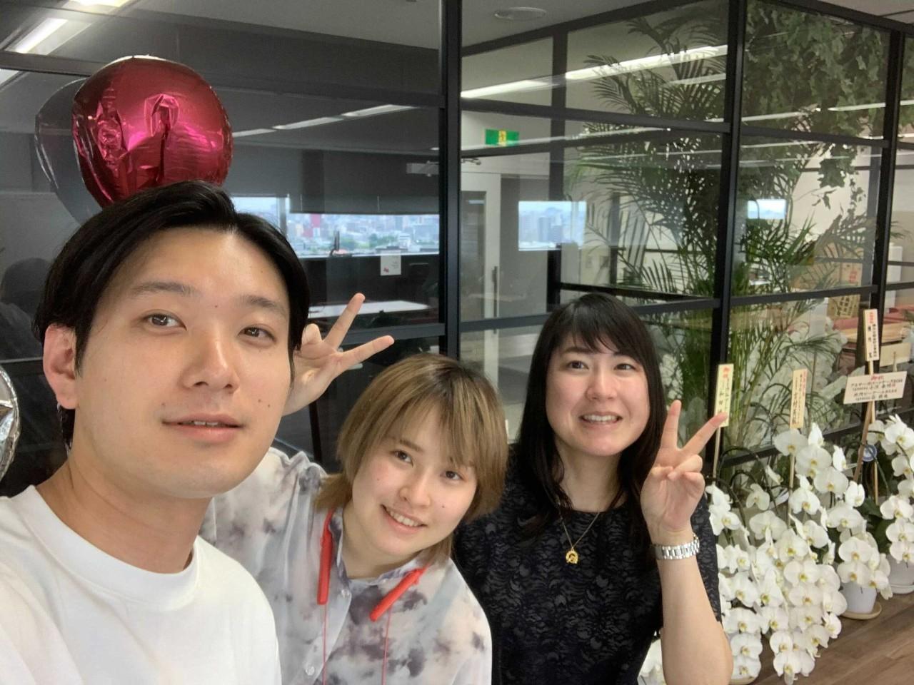 左から、財務マネージャー宮さん、デザインdivマネージャー金井さん。