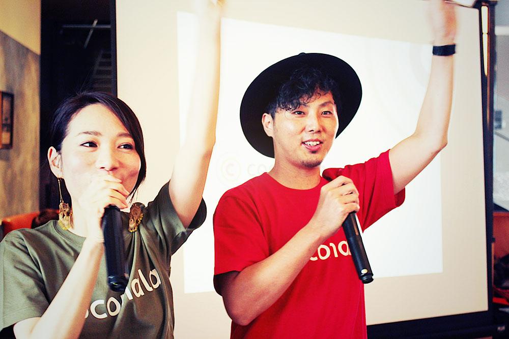 ココナラ7周年記念の様子。左が柳澤さん。