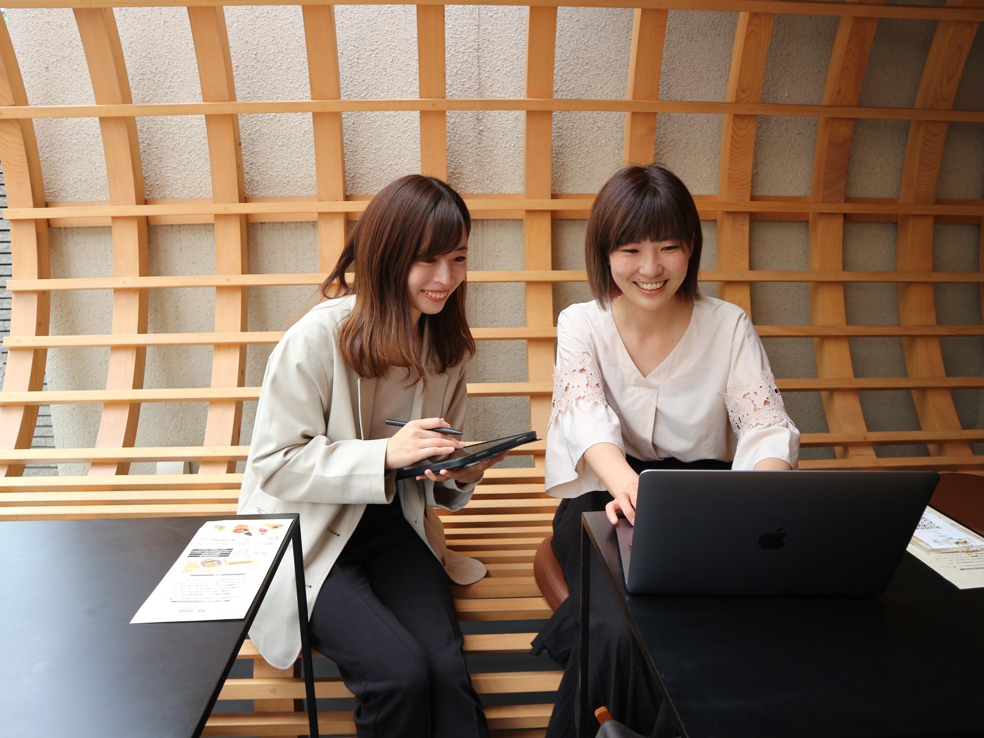 株式会社船橋屋の広報、亀田優奈さんと月岡紋萌さん。