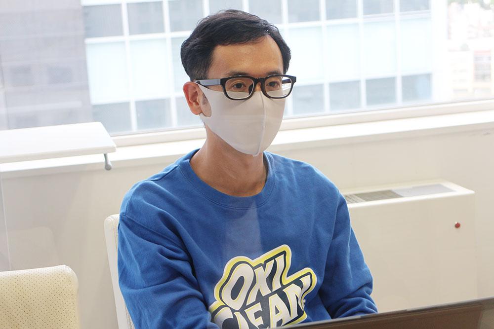 真っ青なトレーナを着て登場されたグラフィコ・田邊さん。