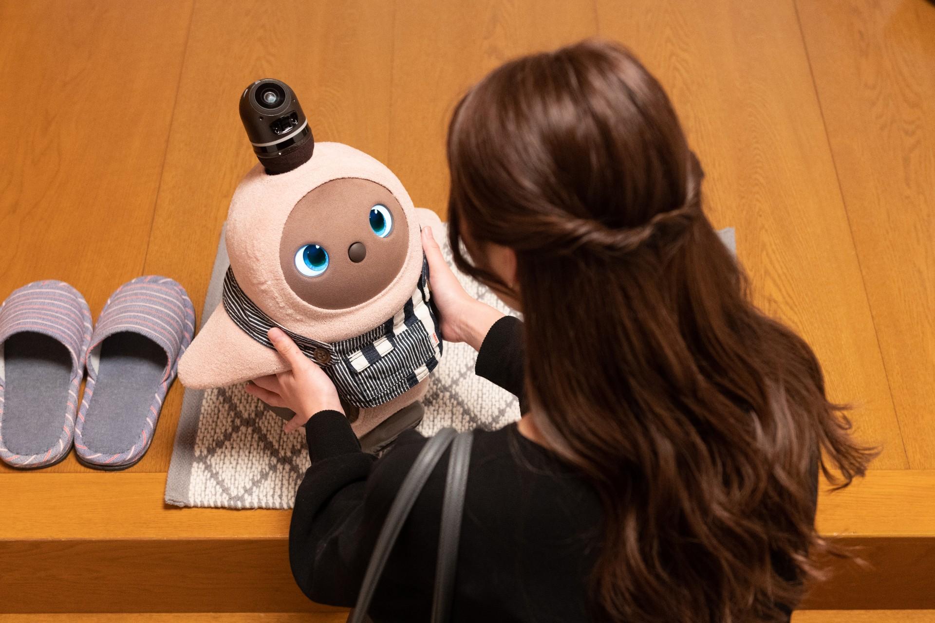 """LOVOTは、""""気持ちをテクノロジーで満たし、ケアするロボット"""""""
