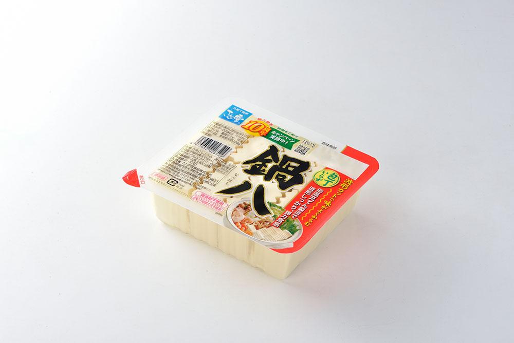 鍋用料理のために予め八等分した豆腐だから『鍋八』