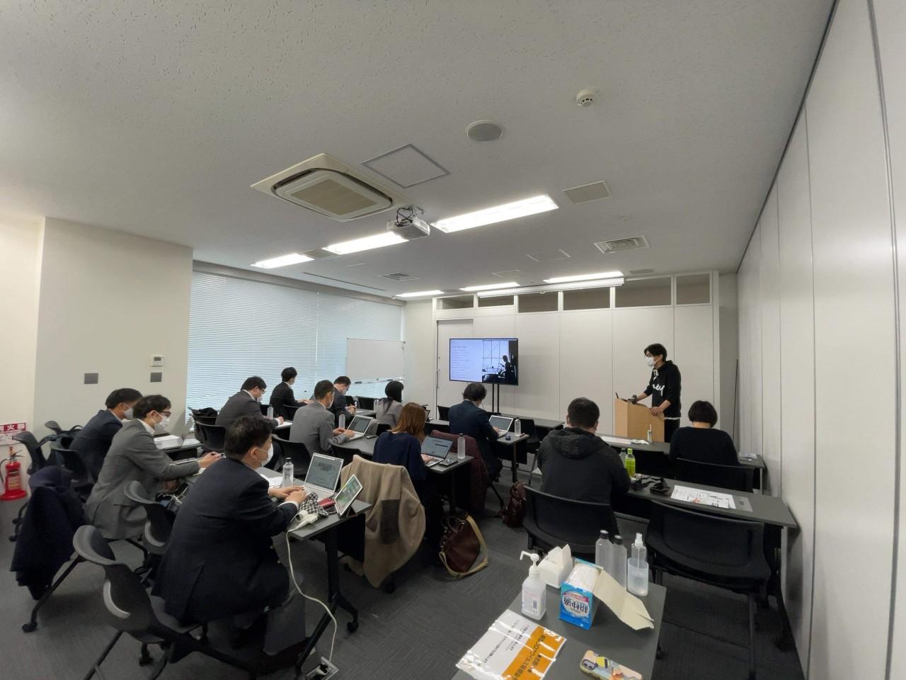 事業説明会はオンライン配信とオフラインを合わせて15名くらいのメディアが参加した。