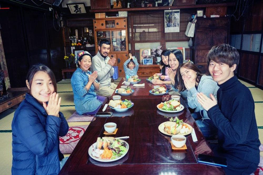 食べチョクスタッフと栃木県の農家さんのところへ遊びに行った時の写真。美味しそうな料理。