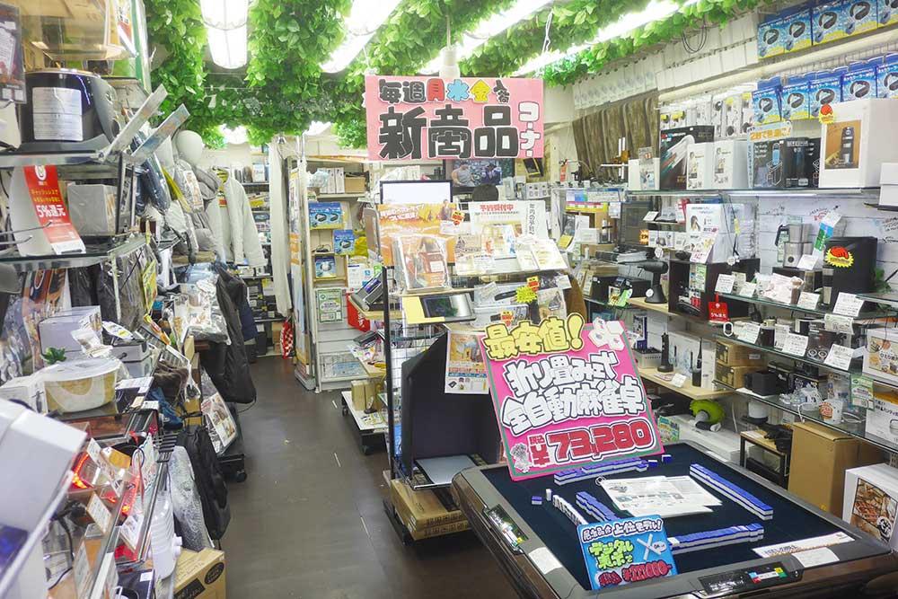 レアモノショップサンコー秋葉原総本店。店内にはおもしろくて役に立つグッズがたくさん。